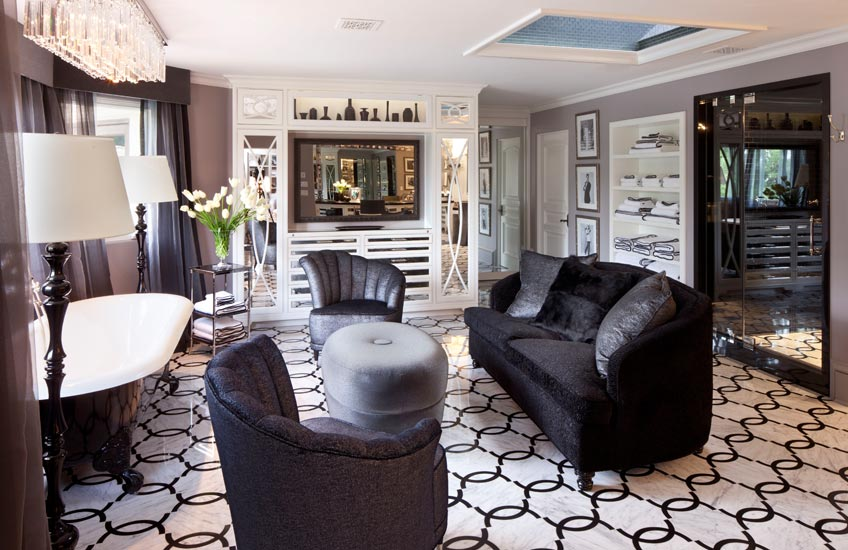 Interior Design Styles 101 – Hollywood Regency Interiors – Jeff Andrews Interiors – Read more in the LuxDeco Style Guide