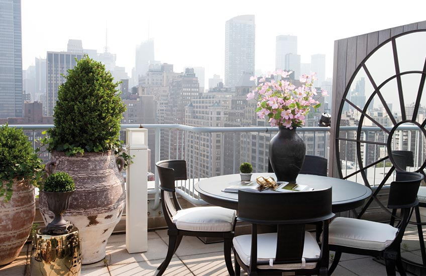 New York Terrace, Outdoor Space Ideas | Carlyle Designs| Read more in The Luxurist | LuxDeco.com