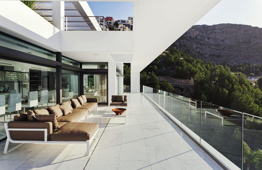 Spanish Villa, Outdoor Space Ideas | Eric Kuster | Read more in The Luxurist | LuxDeco.com